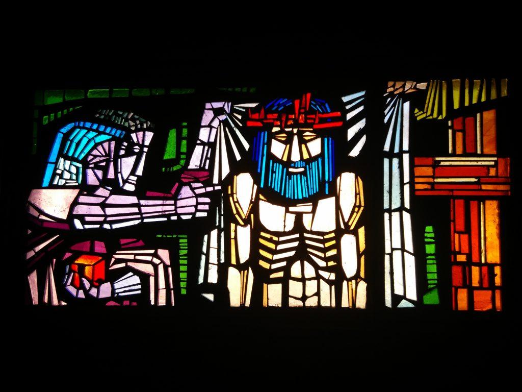 Jesús es despojado de sus vestiduras - X (vidriera en la Iglesia de Rectivía de Astorga)