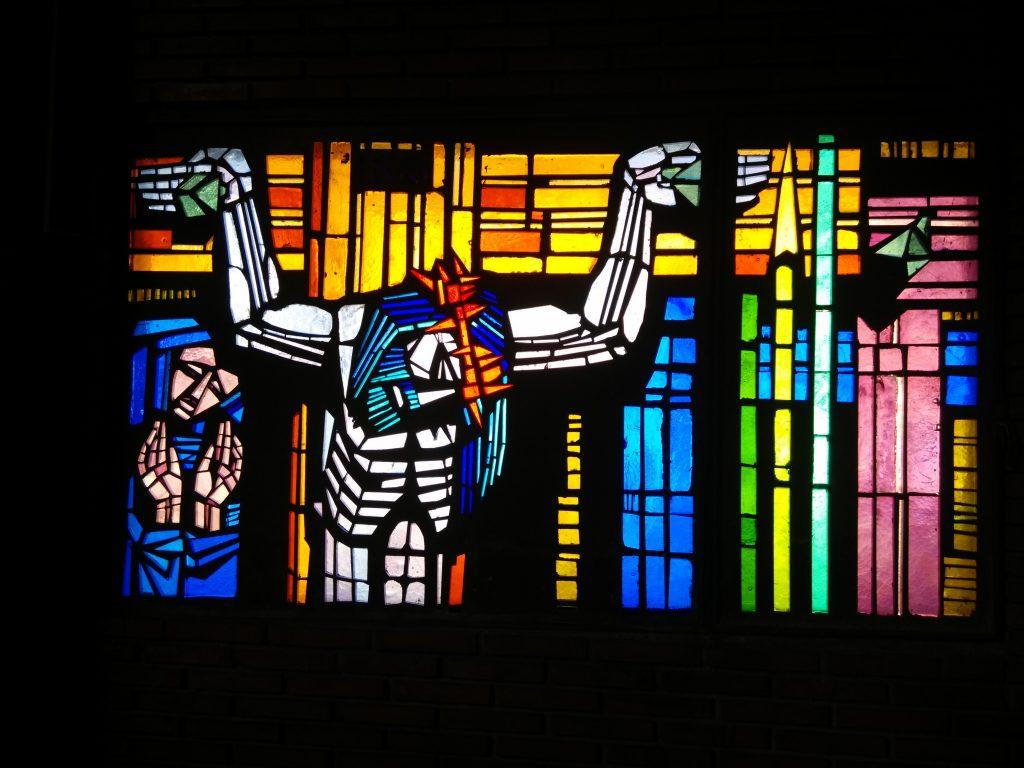 Jesús muere en la cruz - XII (vidriera en la Iglesia de San Pedro de Rectivía de Astorga, León)