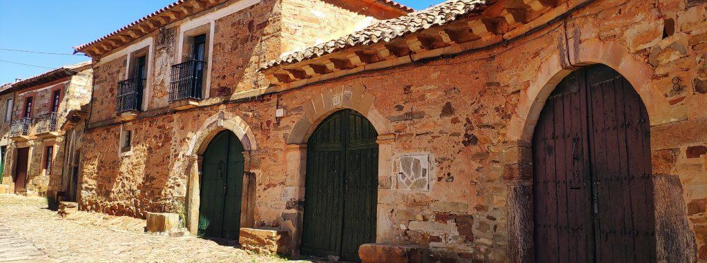 Castrillo de los Polvazares, pueblo con encanto anclado en el siglo XVI