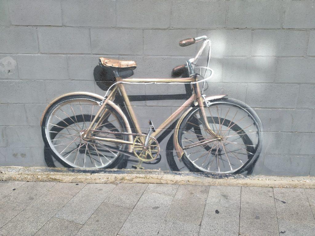 Grafiti en Astorga - bicicleta en calle Los Sitios